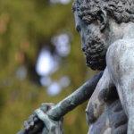 Statue d'Hercule lors d'un stage photo pour associations